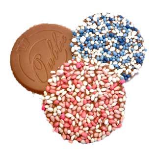 Geboorte oublie van melkchocolade met roze of blauwe muisjes